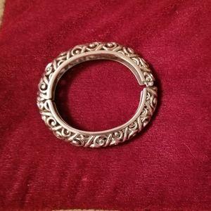 Jewelry - Silvertone Oval Hinged Bangle Bracelet